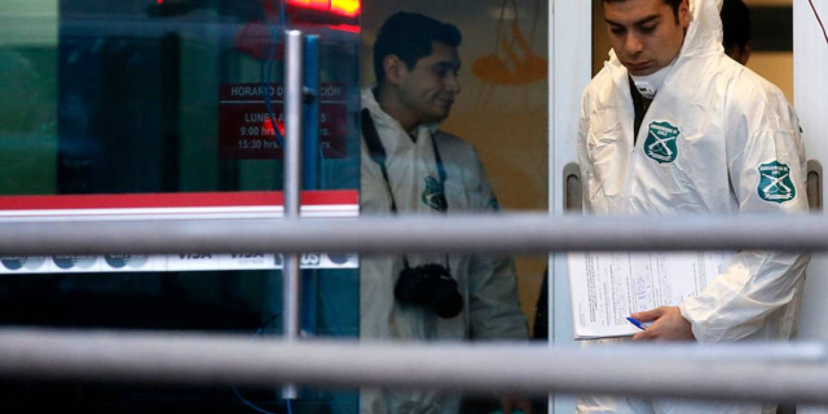 Delincuentes roban cajero automático por saturación con gas en Las Condes y provocan graves daños tras explosión