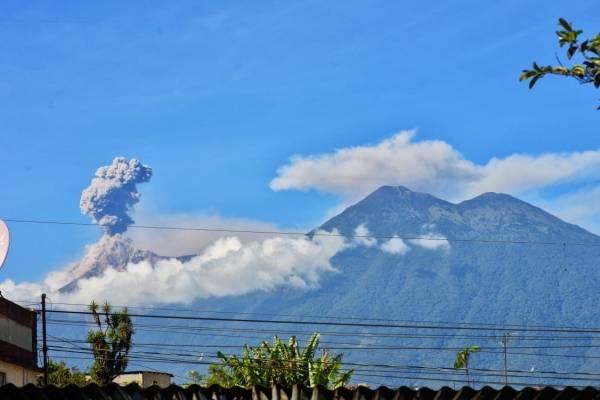caída de ceniza del volcán de Fuego podría darse en la capital