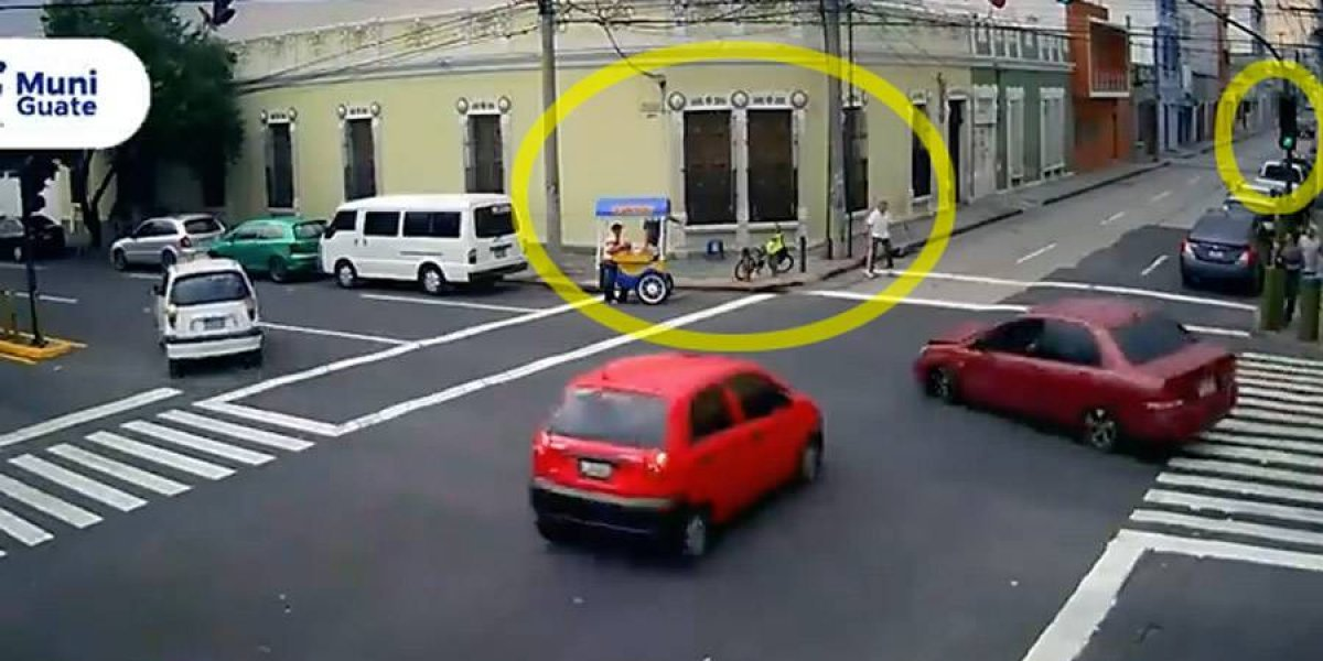 VIDEO. Imprudencia de conductor por poco le cuesta la vida a peatones