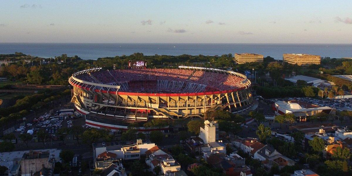 Los escándalos de la fallida final de la Libertadores no paran y ahora allanaron el Monumental