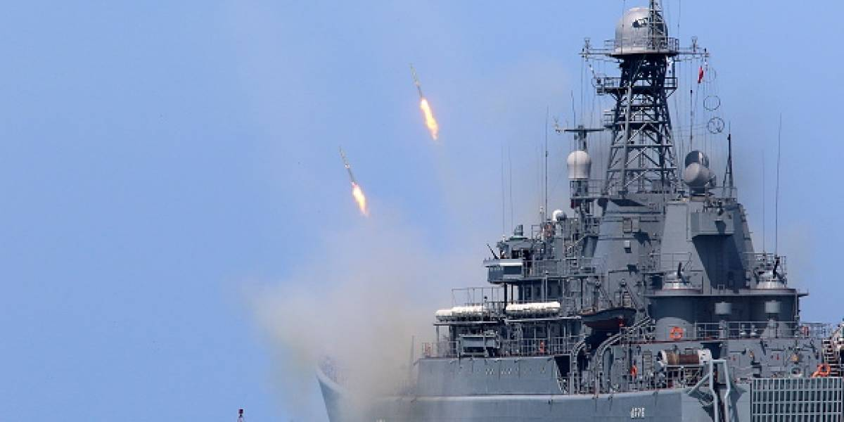 Tensión mundial tras peligrosa escalada naval: Rusia abre fuego y captura tres buques de Ucrania