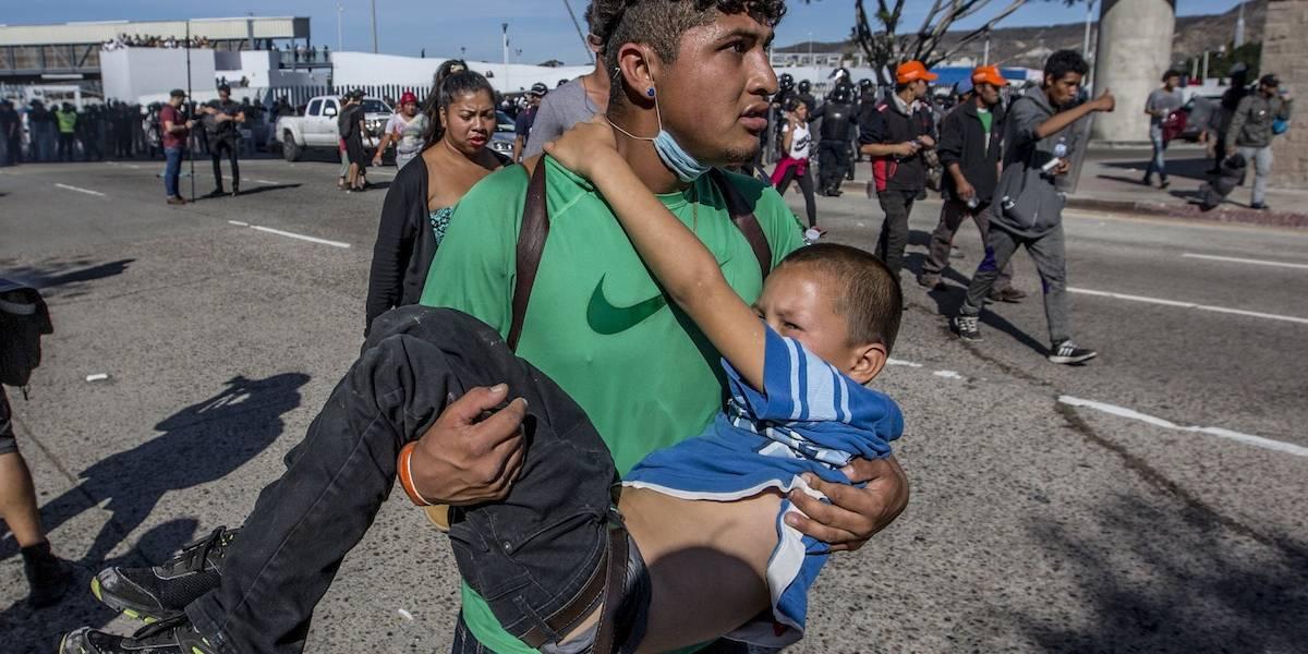 Pide México a EU investigación por agresión a migrantes en Tijuana