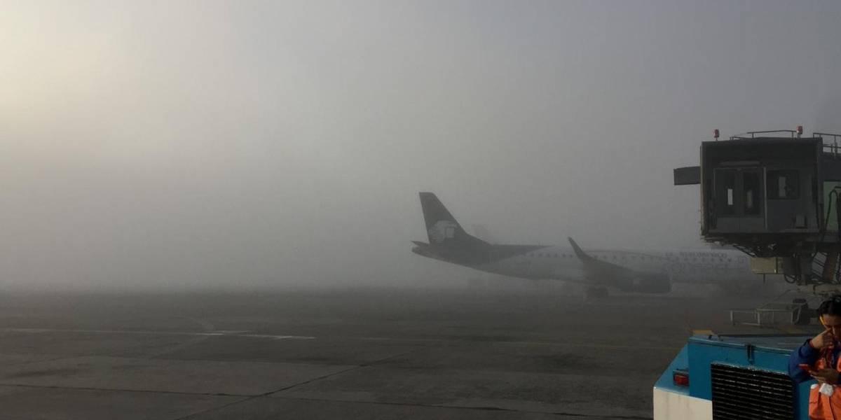 Cierran pista del aeropuerto La Aurora por presencia de neblina