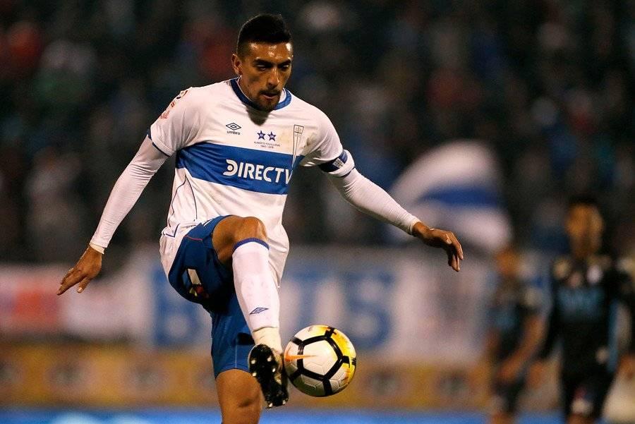 Branco Ampuero perdió la titularidad en la UC en el segundo semestre. Está en duda para el duelo ante Temuco / Foto: Photosport