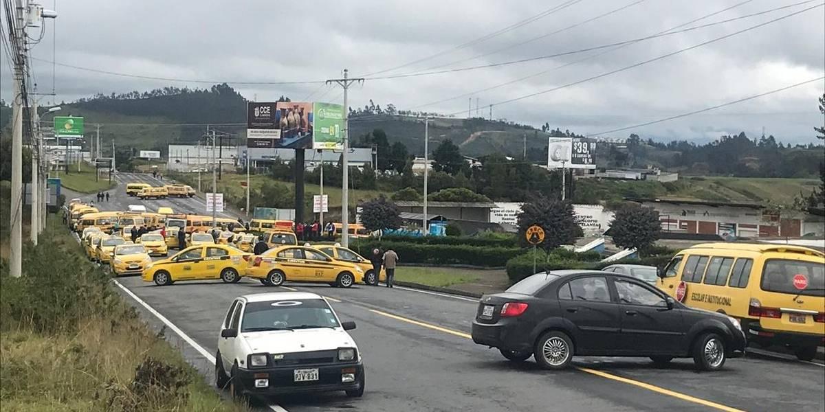 El puente de Rumichaca, principal paso de Ecuador y Colombia continúa cerrado por protestas