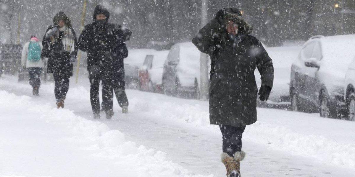 Gran tormenta invernal en EU obliga a cancelar cientos de vuelos