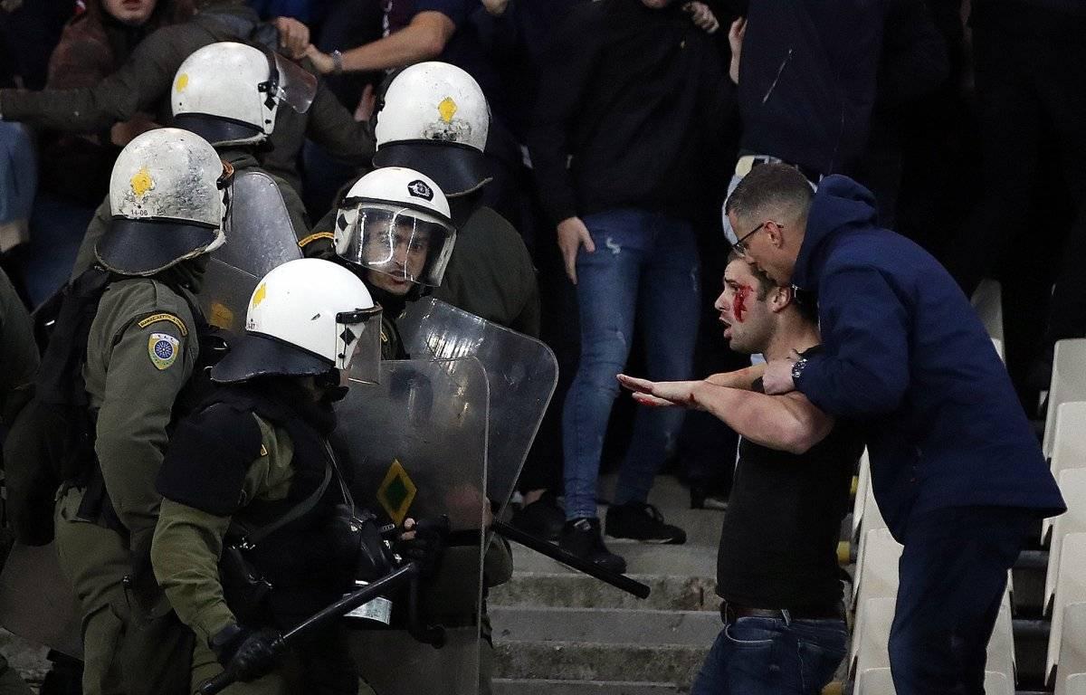 La pelea llegó hasta el estadio / imagen: AP