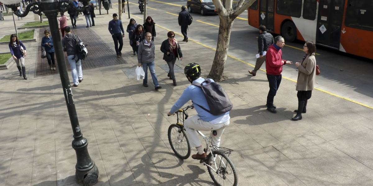 Campaña para encontrar al ciclista que mandó al hospital a peatón