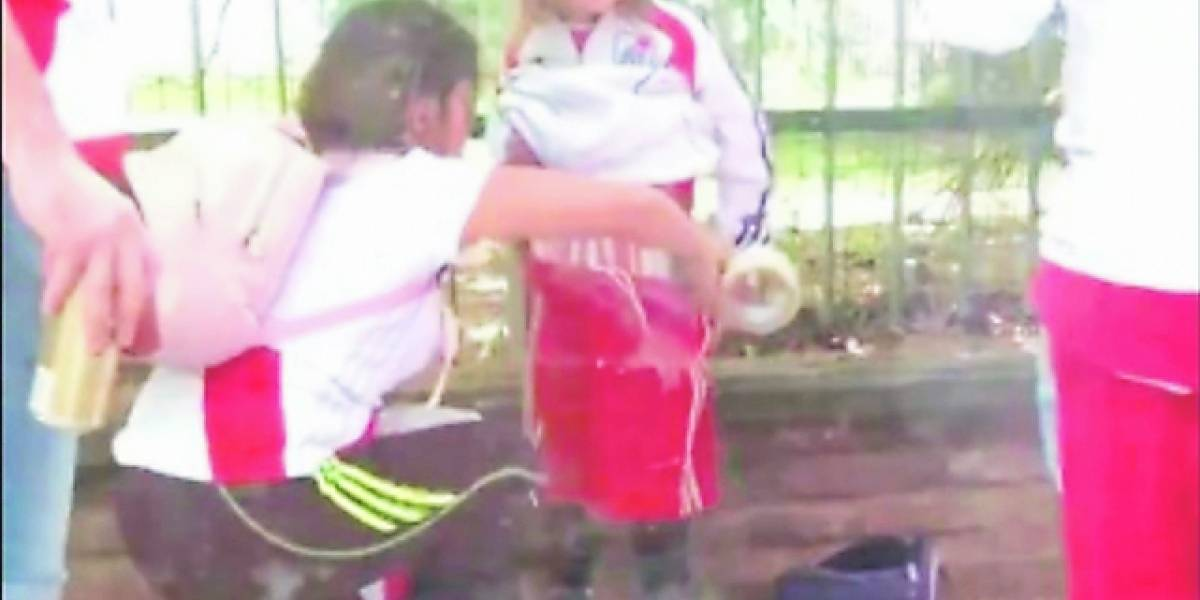 Condenaron a mujer que puso bengalas a su hijo