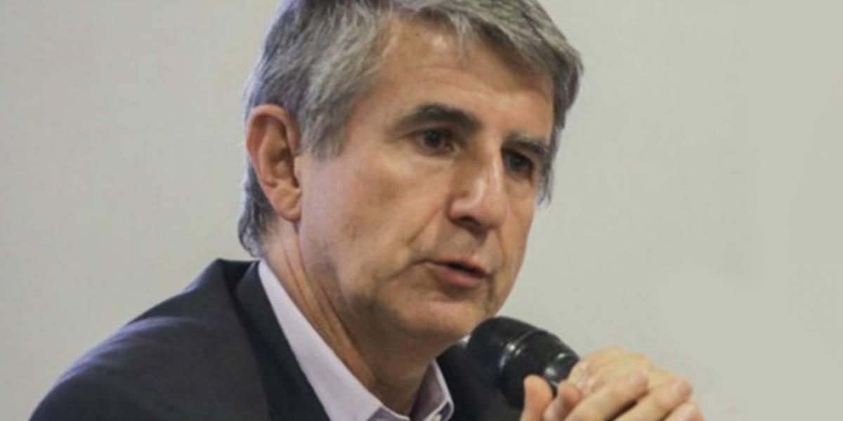 Las críticas que se ganó el Secretario de Salud de Bogotá por defender los buses nuevos de TransMilenio