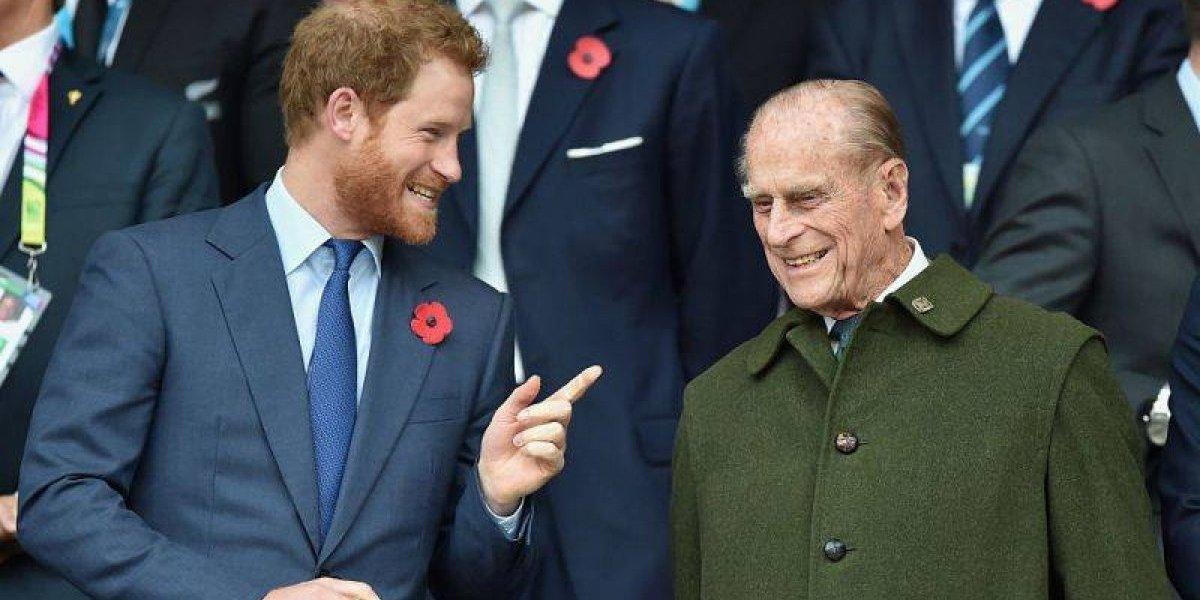 A grande semelhança entre Harry e seu avô em uma foto de mais de 50 anos