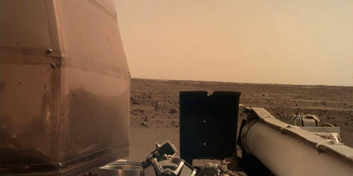 Sonda da Nasa envia foto de Marte e ativa painéis solares