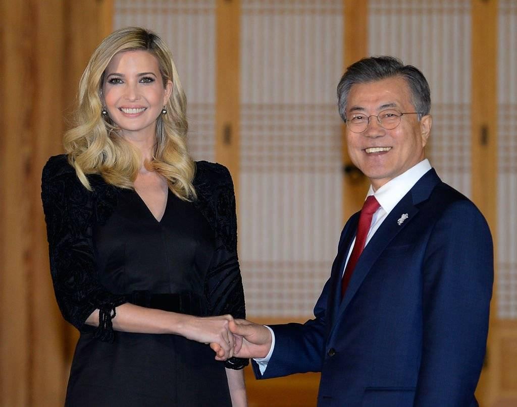 Ivanka Trump y Moon Jae-in, presidente de Corea del Sur