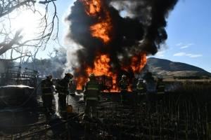 Después de ocho horas, sofocan incendio en toma clandestina