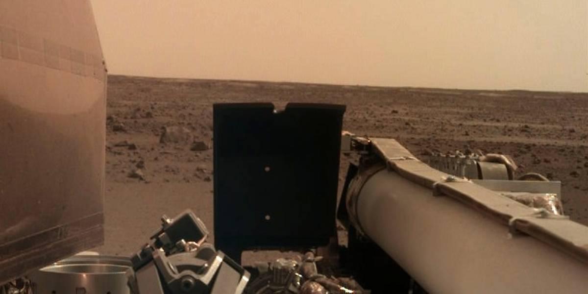 Esta é a primeira imagem nítida que a sonda InSight enviou de Marte
