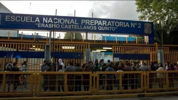 """Escuela Nacional Preparatoria número 2 """"Erasmo Castellanos Quinto"""" Foto: Twitter @tlacaelelmex"""
