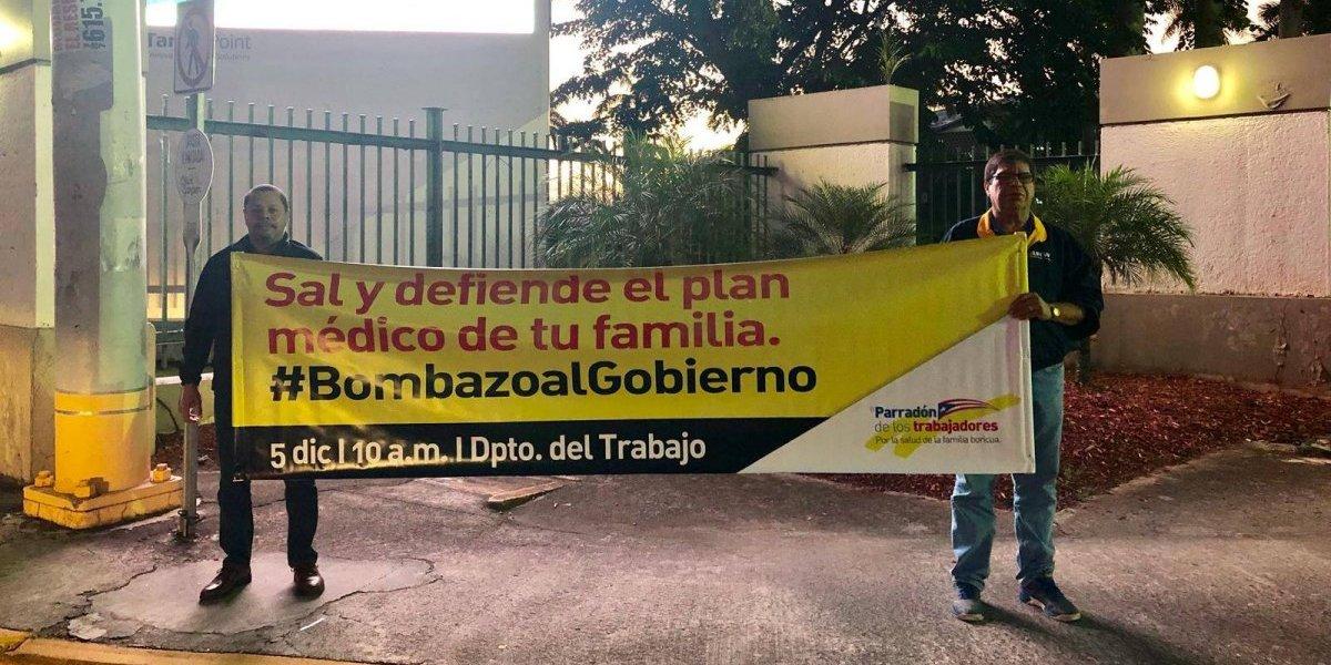 Sindicatos colocan pancartas en puentes y avenidas