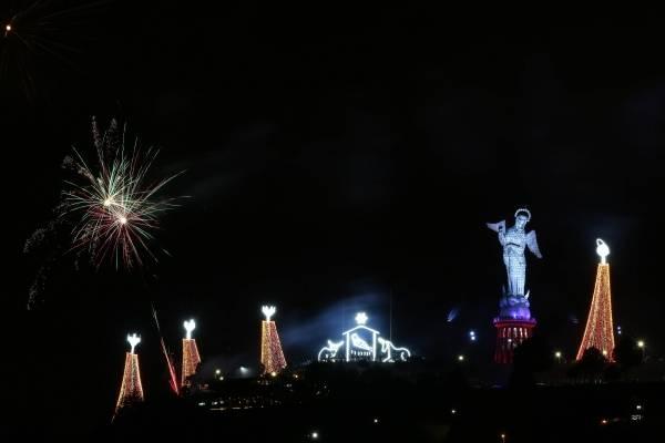 9d5ca445b1a Navidad en Quito  Este 28 de noviembre se encendió el pesebre gigante de El  Panecillo