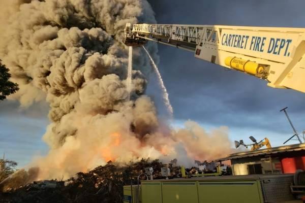incendio en planta de reciclaje en Carolina