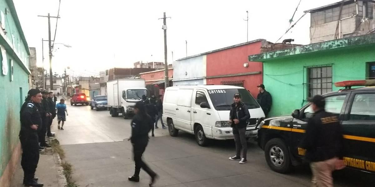 Capturan a señalados de extorsionar a transportistas de Mixco