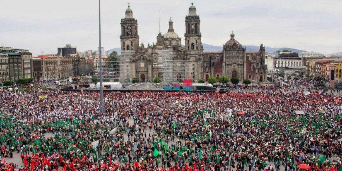 Campesinos llenan el Zócalo por el 107 aniversario del Plan de Ayala