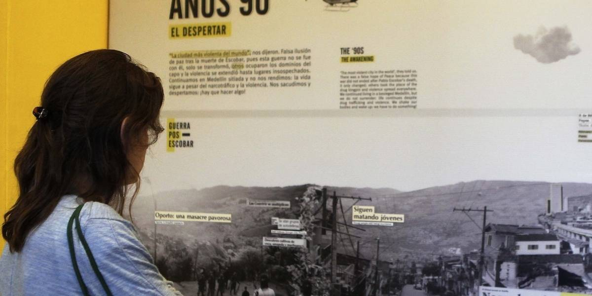 Homenajean víctimas de atentado contra avión de Avianca