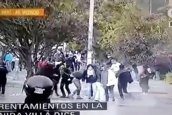 Fuertes disturbios entre jóvenes y Esmad en Bogotá