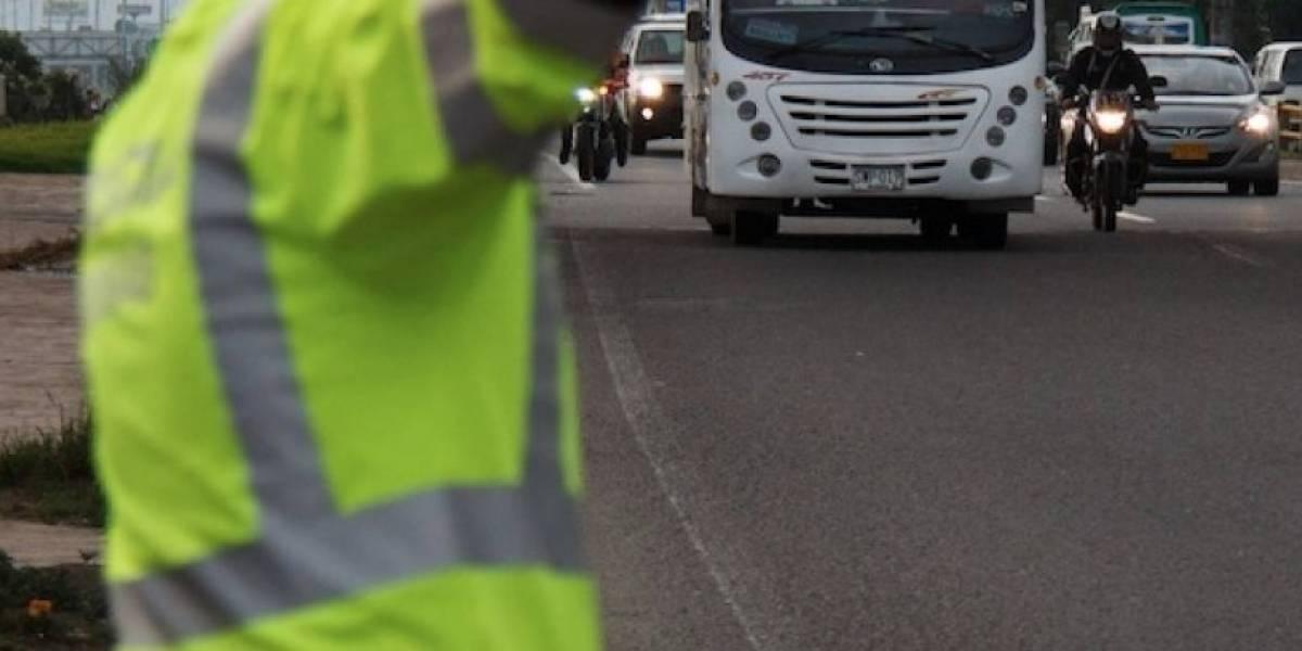 Patrulleros de Bogotá denuncian amenazas por inmovilizar carro de oficiales