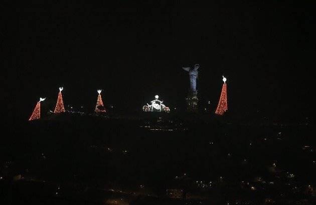 Encendido del pesebre gigante de El Panecillo Twitter Obras Quito