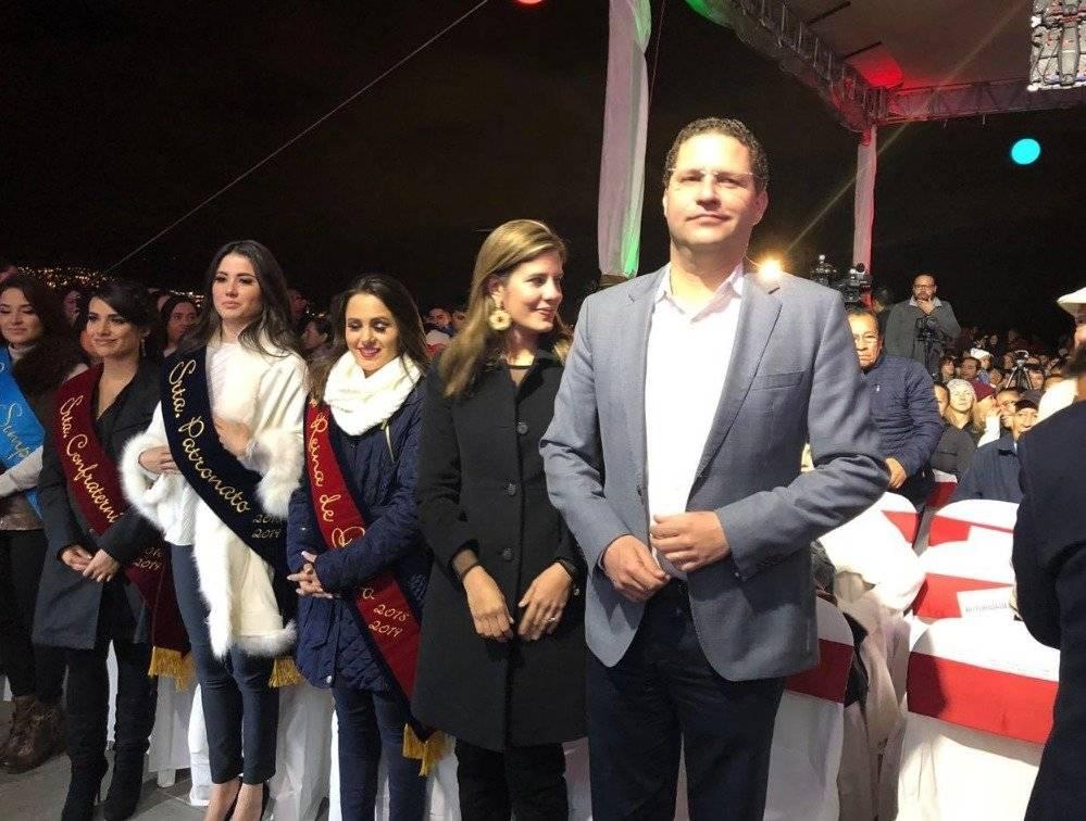 El alcalde de Quito, Mauricio Rodas, junto con María Fernanda Pacheco, presidenta del Patronato San José y la Reina de Quito, Daniela Almeida Twitter Obras Quito