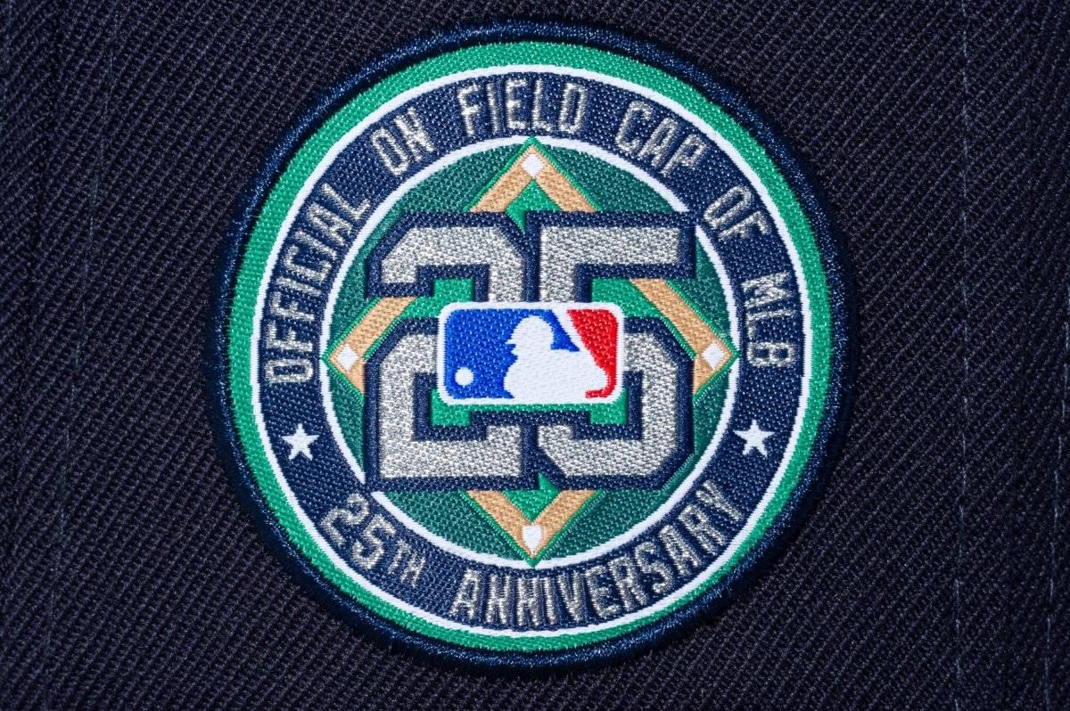 Así celebraron medio cuarto de siglo en las Grandes Ligas  NEW ERA