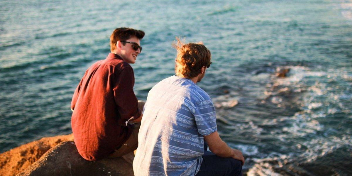 Amigos dão mais satisfação emocional aos homens que as mulheres, diz estudo