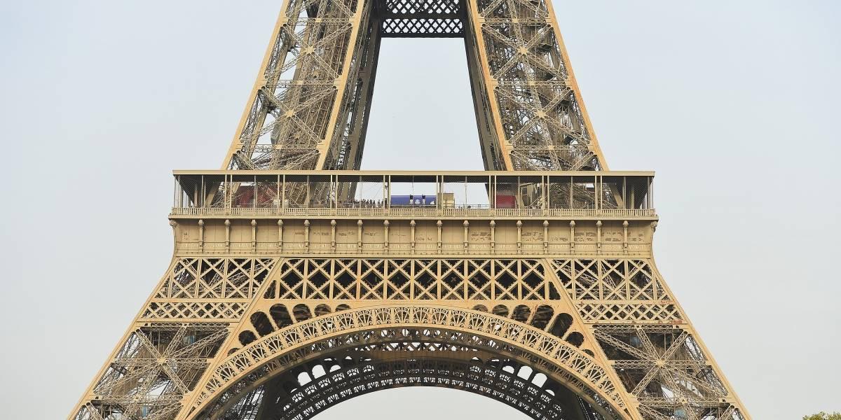 Subastan un tramo de las escaleras de la torre Eiffel en 191 mil dólares