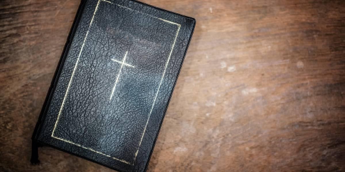 """Grupo de teólogas reescribe la Biblia y lanza controvertida versión """"feminista"""" del libro"""