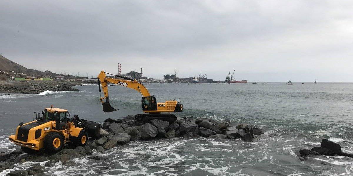 Con maquinaria JCB se construyó una playa artificial en Tocopilla