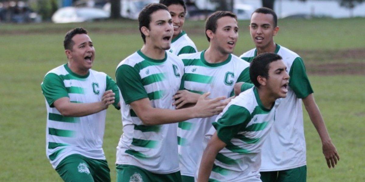 Camino al tricampeonato Tarzanes del Colegio en fútbol universitario
