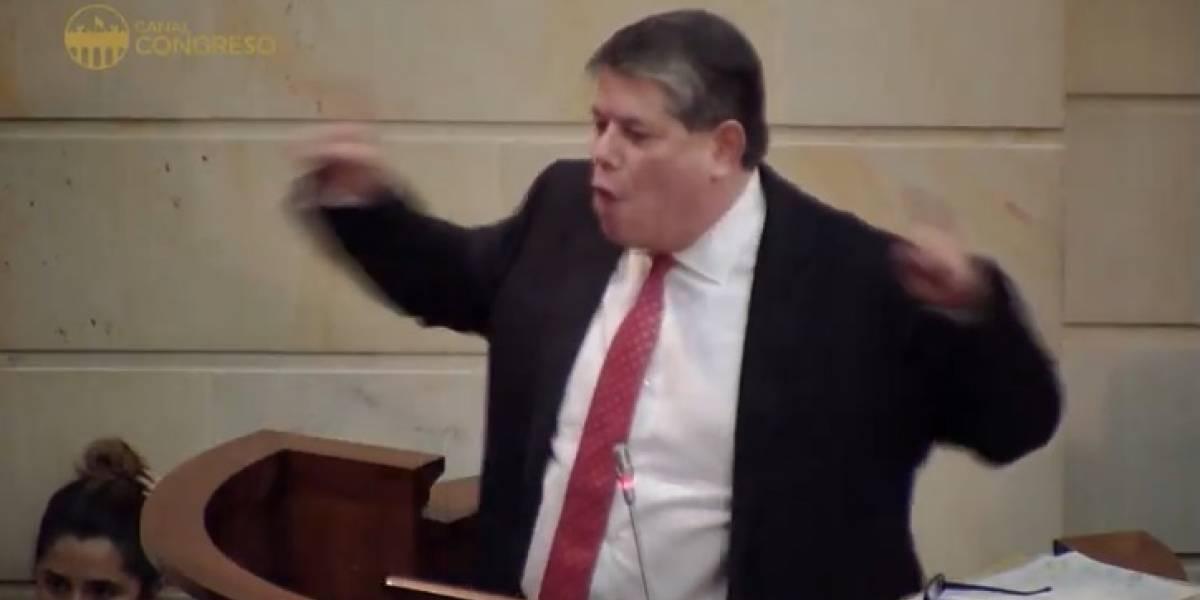 Para defender al Fiscal, senador de Cambio Radical propone controlar redes sociales