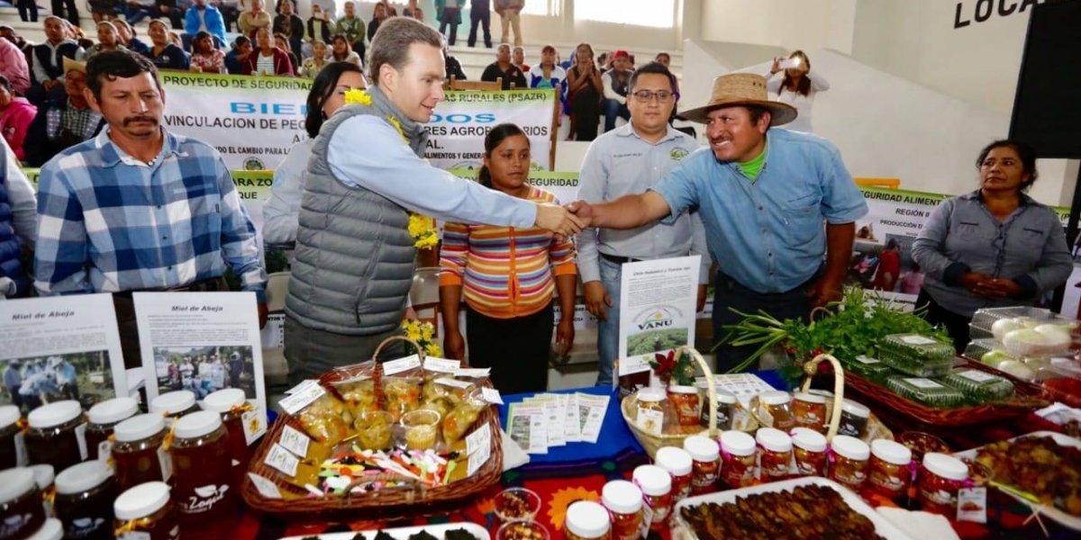 Velasco Coello entrega apoyos alimentarios a mil 200 familias en Chiapas