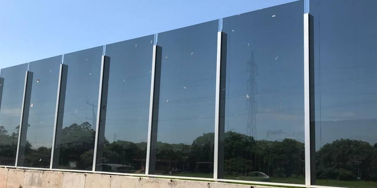 Prefeitura instala películas escuras em vidro do muro da USP