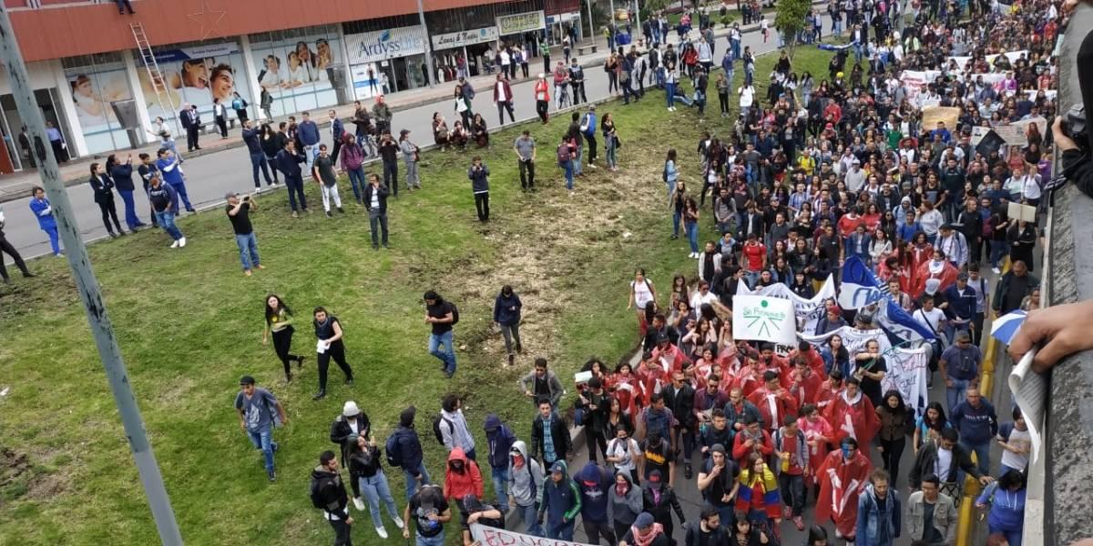 Enfrentamiento entre estudiantes y Esmad altera las marchas de la Universidad Pedagógica
