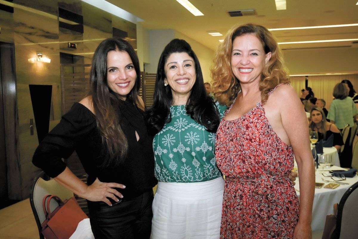Ana Paula Castro, Stella Maris e Monica Serrão em noite de degustação de vinhos franceses Camila Baptistin