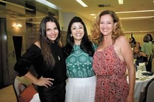 Ana Paula Castro, Stella Maris e Monica Serrão em noite de degustação de vinhos franceses