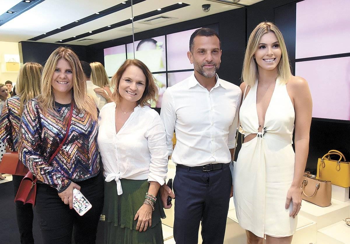 Luciana Wodzik, Raquel Melo, Alexandre Birman e Renata Vervloet no lançamento da Schultz em Vix Cloves Louzada