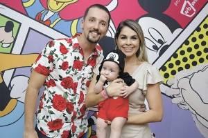 Wesley Telles e Bruna Dornellas com mascote da WB Produções, Felipe Jenner, que foi a caráter no Netoland, com Luccas Neto, no Álvares Cabral