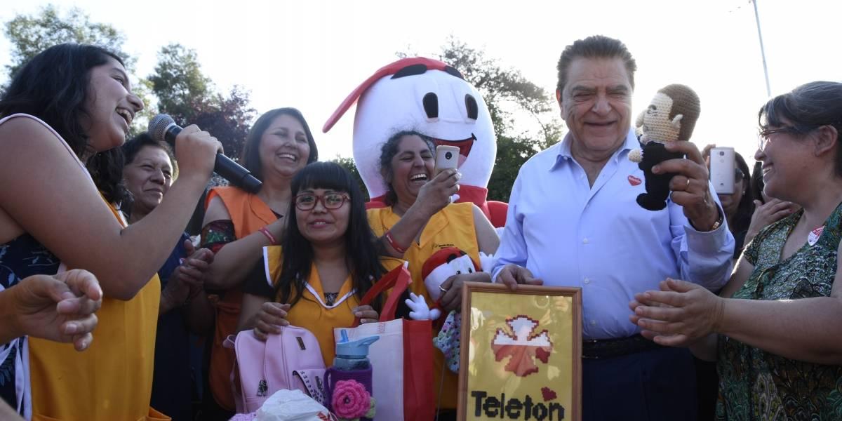 Don Francisco se unió a vecinos de Macul en nuevo llamado a colaborar con la Teletón
