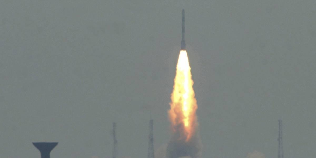 Lanzan con éxito primer satélite colombiano al espacio