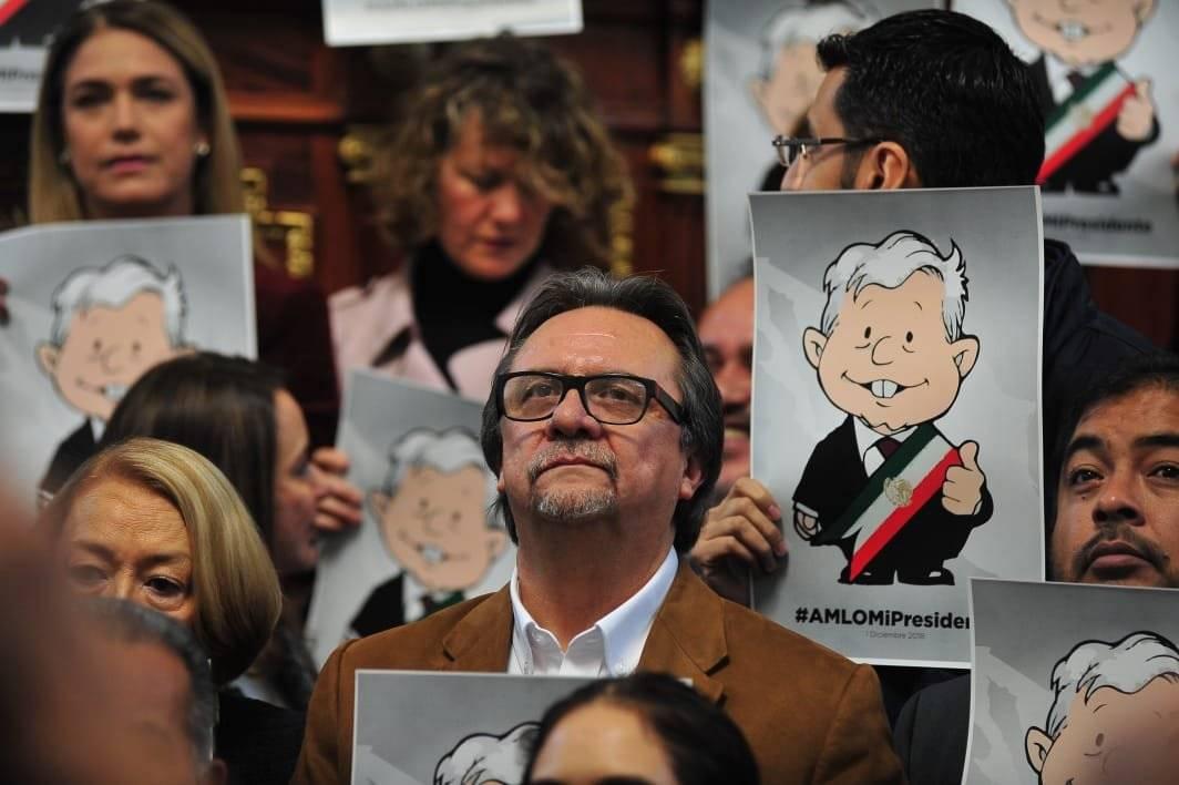 Además el Presidente del Congreso se sumó a la protesta.