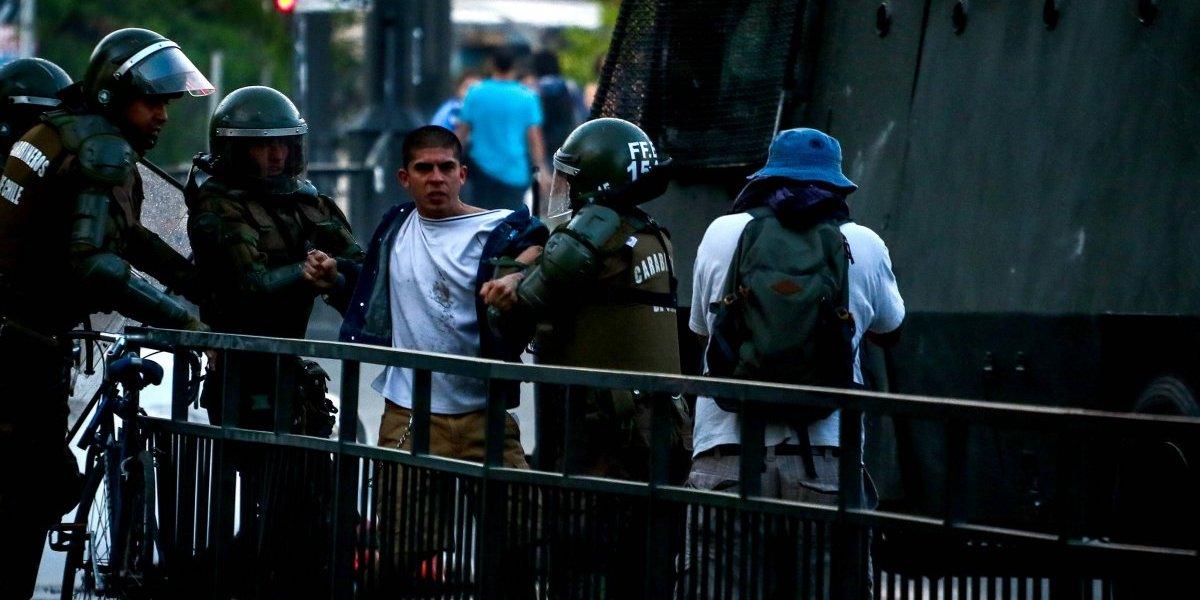 Ventanales rotos, estudiantes heridos y lacrimógenas: violento enfrentamiento en la Universidad de Valparaíso