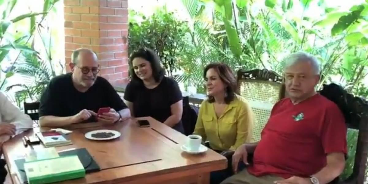 Video: Silvio Rodríguez dedica poesía a AMLO y a sus amigos en Palenque