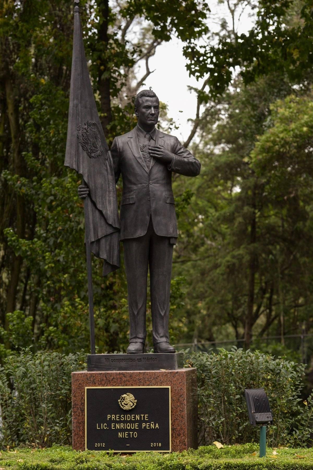 Estatua Peña Nieto